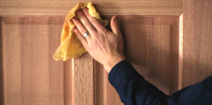 Dicas para limpeza de esquadrias de madeira